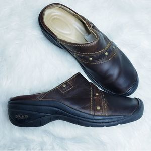 KEEN chesterside slip on mules potting soil clogs